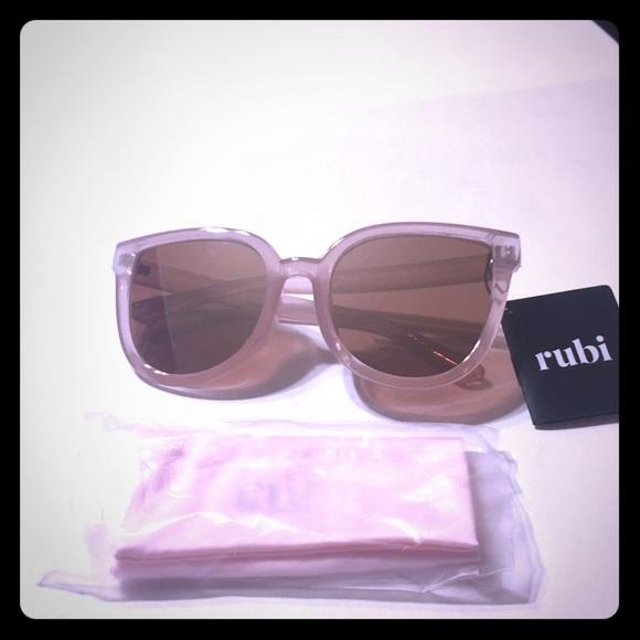 e9102eb34f NWT Rubi Amelia cat eye pink sunglasses